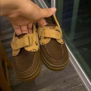 Dressing shoes for kids